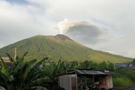 Eén van de vier bergen: de vulkaan Gamalama op Ternate (foto: JSS)
