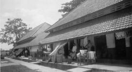 Dagelijks leven in een kazerne in Surabaya, 1950/1951 (bron: MuMa)